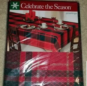 New Celebrate The Season 70 in Round Tablecloth